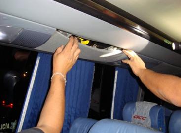 PF detecta autobús de pasajeros con 21 paquetes de cocaína, al sur de Veracruz
