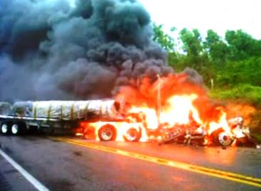 Repele emboscada PF, en Apatzingan por lo menos cinco muertos y decenas de autos incendiados