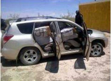 PF enfrenta a delincuentes y asegura camioneta con mota, en Chihuahua