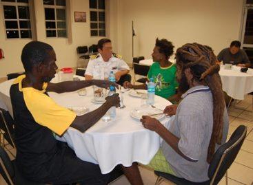 Marina rescata pescadores jamaiquinos, con dos semanas a la deriva en la mar