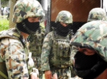 Marinos localizan camión con 800 kilos de Marihuana, en Michoacán