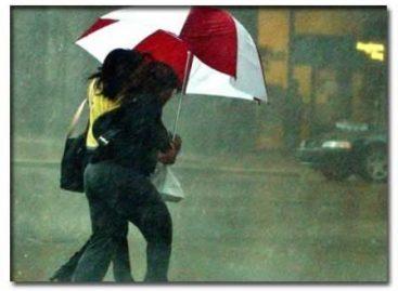 Lluvia generalizada en la Ciudad de México durante la madrugada; registran 55 encharcamientos