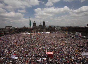 Llama López Obrador a profundizar la lucha por la democracia en el país