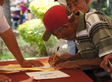 Inicia segunda etapa de pago a ex braceros; entregan cheques a 83 ex trabajadores migratorios