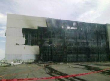 Incendio destruye la tienda departamental Liverpool en Salina Cruz, Oaxaca