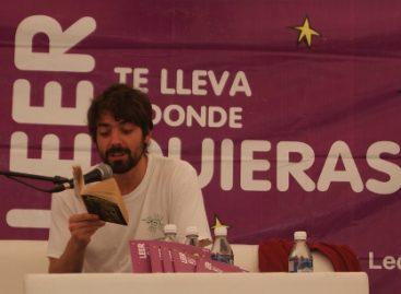El actor José María de Tavira acerca la lectura a jóvenes de Santa María Huatulco