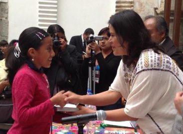 Premian a ganadores de la Primera Bienal Literaria Infantil y Juvenil, Oaxaca 2012