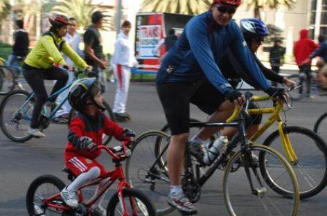 Realizan último Ciclotón Familiar del 2012 en el DF; participan 26 mil personas