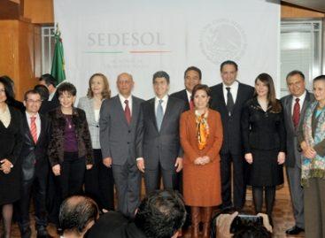 Llama Rosario Robles a construir una sociedad segura y en paz; presenta a su equipo de trabajo