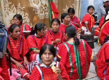 Acusan indígenas triquis desplazados de Copala a personas ajenas de lucrar con su movimiento, en Oaxaca