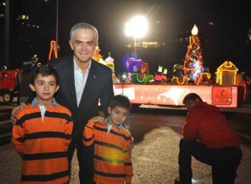"""Inauguran """"La caravana navideña"""" en Paseo de la Reforma, en el DF"""