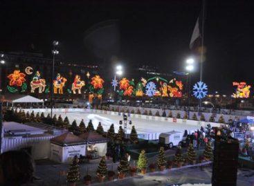 Inaugura Mancera pista de hielo en el Zócalo capitalino; desea paz y armonía a capitalinos