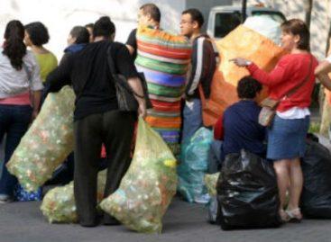 Fortalecen cultura del reciclaje en el DF; último mercado de trueque del 2012