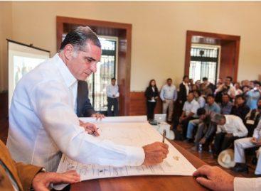 Firman cuatro convenios y actas de conformidad de linderos en Oaxaca, en el 98 aniversario de la Ley Agraria