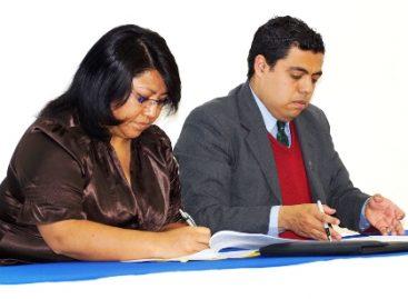 Firman convenio Capítulo Oaxaca de la Amedi y UNIVAS