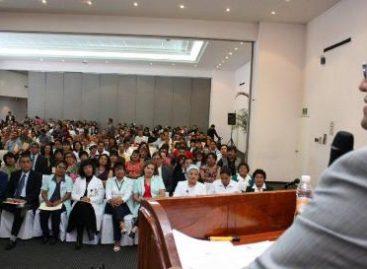 Entrega IMSS-Oaxaca reconocimiento a trabajadores por 20 y 25 años de servicio