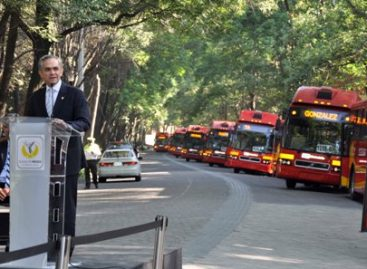 Entregan 14 unidades biarticuladas para fortalecer flota de metrobús l1, en la ciudad de México