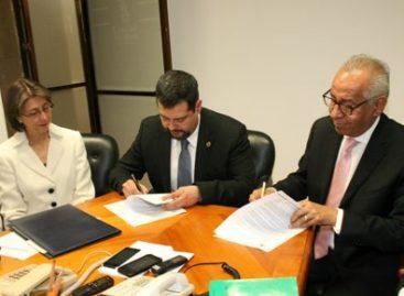 Firman GDF y Colegio de Notarios convenio para el primer arancel social que regirá actividad notarial