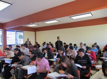 Realizan cerca de 200 egresados en Derecho de la UABJO examen Ceneval para obtener título profesional
