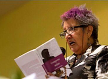 "Presenta poeta Lourdes Uranga López libro ""Comparezco y acuso"""