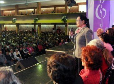 Adultos mayores, prioridad presupuestal en el DF; entregan 848 tarjetas en dos delegaciones