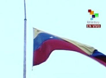 Venezuela con la bandera a media asta tras fallecimiento de Hugo Chávez