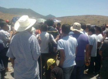 Exigen al Gobierno de Oaxaca intervención por bloqueo que afecta paso hacia Hierve el Agua