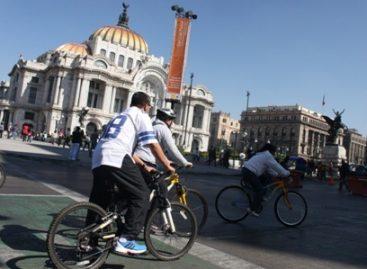 Festejan Día Mundial de la Bicicleta con recorridos nocturnos en Bosque de Chapultepec y Aragón