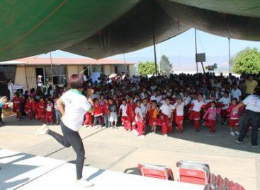 """Realizan con éxito la """"Feria de la salud 2013"""" en escuela primaria de Oaxaca"""