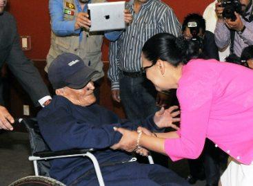 Entregan Sedeso DF y CDHDF actas de nacimiento y sillas de ruedas a usuarios de CAIS