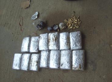 Detienen a dos conductores de combi que transportaban droga en una llanta de refacción, en Chiapas