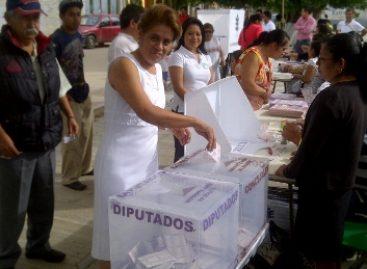 Vota Yolanda Britania, primera mujer en ser postulada candidata a municipe en Zimatlán, Oaxaca