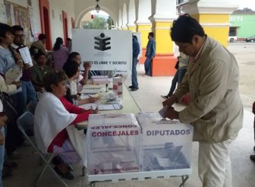 Emite voto Manuel Andrés García Díaz, candidato del PRI-PVEM, en Zaachila, Oaxaca