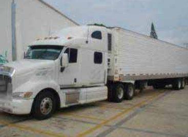 Localizan cerca de 68 kilogramos de cocaína en la caja refrigerada de un camión de carga; un detenido