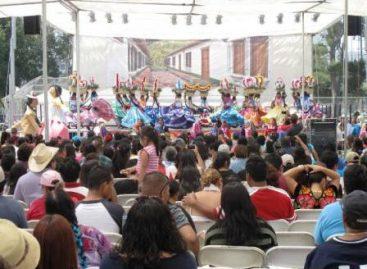 Cautiva Oaxaca con su Guelaguetza en Los Ángeles California