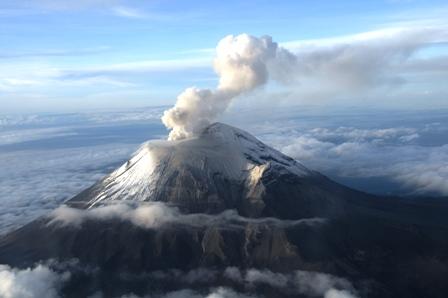 Volcán Popocatépetl el 28 de agosto del año 2013, -Fotografía cortesía de la Secretaria de Marina Armada de México  (SEMAR)