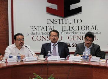 Revisan expedientes de municipios que realizaron elección por sistemas normativos internos en Oaxaca