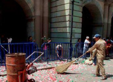 Recogen cinco toneladas de basura tras los festejos patrios en el centro de la capital oaxaqueña