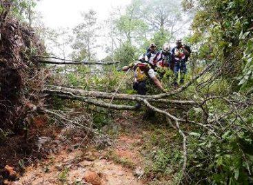 Localizan helicóptero desparecido en Guerrero, sus ocupantes muertos
