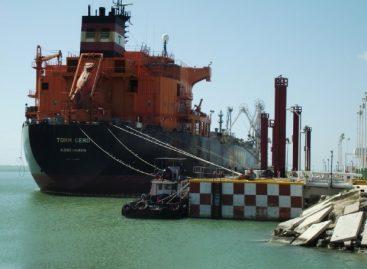 Suministra Pemex 126 mil barriles de combustibles por mar a la zona afectada en Guerrero