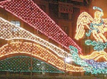 Encienden alumbrado decorativo por fiestas patrias en el DF; utilizan 130 mil focos, de 10 watts cada uno