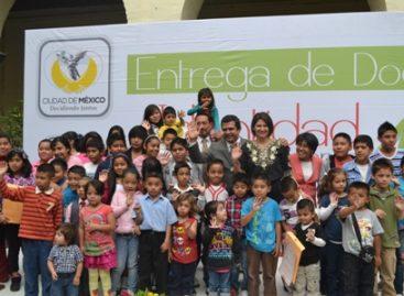 Entregan actas de nacimiento a hijos de migrantes en retorno a la Ciudad de México