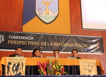 Promueven actualización de estudiantes en materia de reformas fiscales en la UABJO
