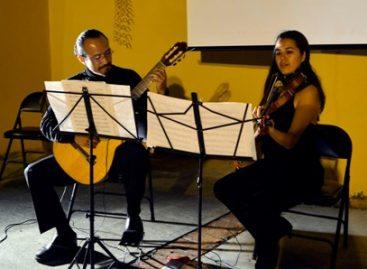 Disfrutan familias oaxaqueñas de la luna llena de octubre con Lunada Poético Cultural