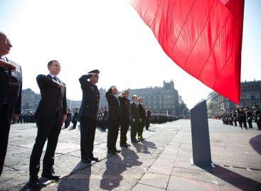 Causa caos la decisión a última hora de celebrar en el zócalo la parada militar