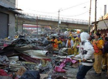 Recupera GDF calle en Iztapalapa, retiran unos 400 puestos; dos personas detenidas
