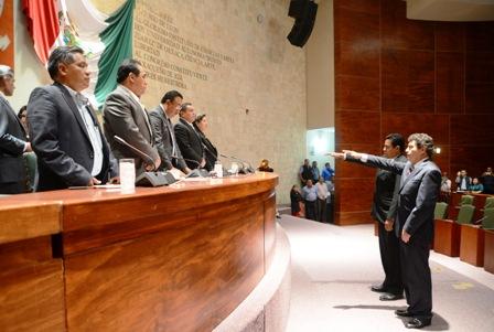Toma de protesta en la 62 legislatura de Oaxaca de Oficial Mayor y Tesorero
