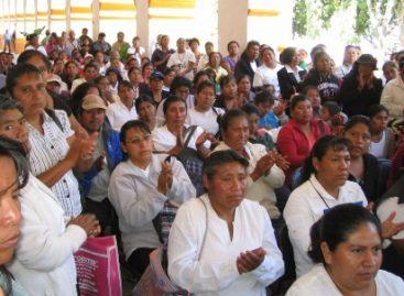 Entregan material didáctico a beneficiarias del programa Oportunidades en Nochixtlán, Oaxaca
