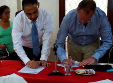Firman autoridades y empresarios convenio a favor de la seguridad en Oaxaca