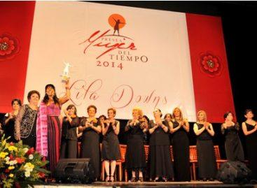 """Entregan la presea """"Mujer del Tiempo"""" a la cantante Lila Downs, en Oaxaca"""